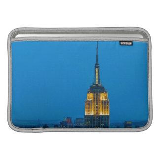 Empire State Building en la puesta del sol Fundas Para Macbook Air