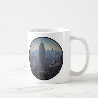 Empire State Building, horizonte de NYC, opinión Taza Clásica