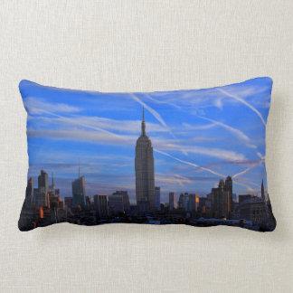 Empire State Building, horizonte de NYC y rastros Almohada