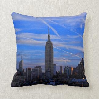 Empire State Building, horizonte de NYC y rastros Almohadas