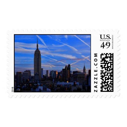 Empire State Building, horizonte de NYC y rastros Envio
