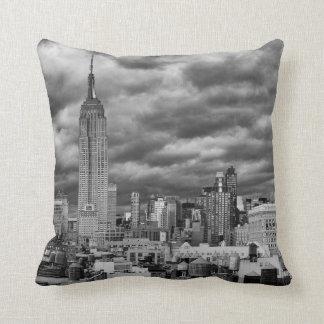 Empire State Building, horizonte tempestuoso de Almohada