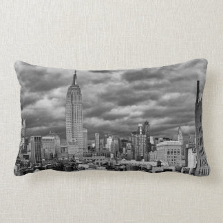 Empire State Building, horizonte tempestuoso de Almohadas