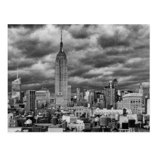 Empire State Building, horizonte tempestuoso de Postales