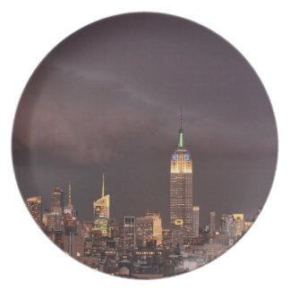 Empire State Building, tiburón-como acercamientos Platos De Comidas