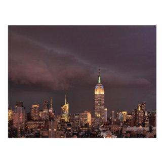 Empire State Building, tiburón-como acercamientos Tarjeta Postal