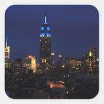 Empire State Building todo en el azul, horizonte d Calcomanía Cuadradas Personalizada