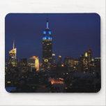 Empire State Building todo en el azul, horizonte d Alfombrillas De Ratón