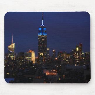 Empire State Building todo en el azul, horizonte Tapetes De Raton