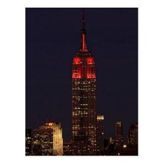Empire State Building todo en rojo Postal