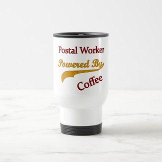 Empleado de correos accionado por el café taza de viaje
