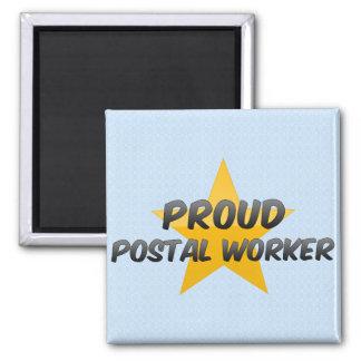 Empleado de correos orgulloso imán cuadrado