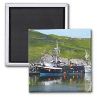 Empresa del mar, barco del cangrejo en el puerto h imán para frigorífico