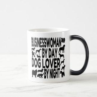 Empresaria del amante del perro taza
