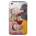 Empresarias que sonríen en oficina iPod touch coberturas