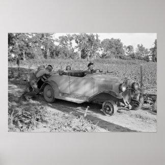 Empujar un coche, 1939. Foto del vintage Póster