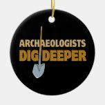 Empuje del arqueólogo ornamento para arbol de navidad