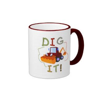 Empuje del vehículo de la construcción él camiseta taza de café