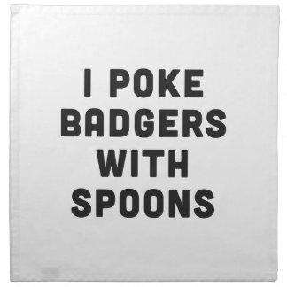 Empujo tejones con las cucharas servilleta