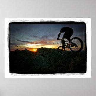 En a la puesta del sol póster