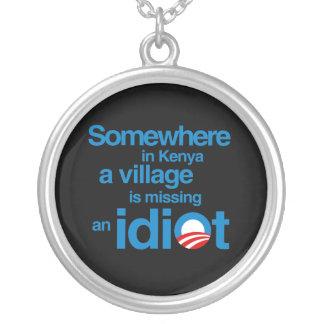 En alguna parte en Kenia un pueblo está faltando Collar Personalizado