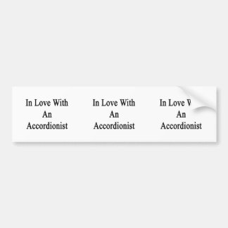 En amor con un acordeonista etiqueta de parachoque
