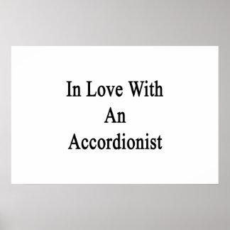 En amor con un acordeonista posters