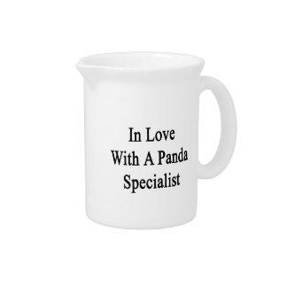 En amor con un especialista de la panda jarra de beber
