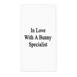 En amor con un especialista del conejito etiquetas de envío