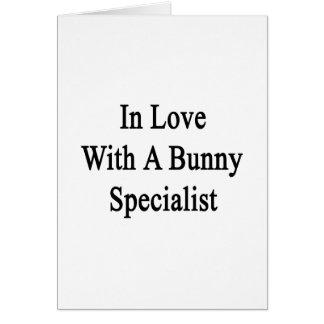 En amor con un especialista del conejito tarjeta de felicitación