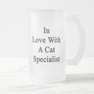 En amor con un especialista del gato taza de cristal