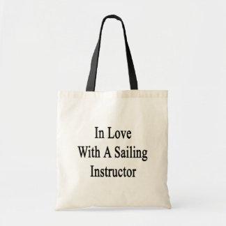En amor con un instructor de la navegación bolsa lienzo