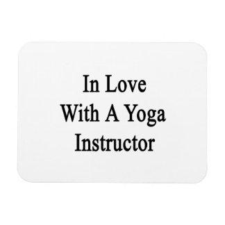 En amor con un instructor de la yoga iman