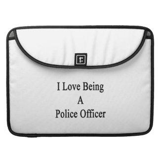 En amor con un oficial de policía fundas macbook pro