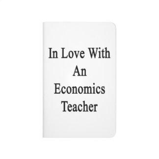 En amor con un profesor de la economía cuadernos grapados