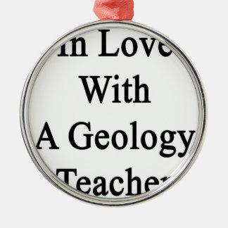 En amor con un profesor de la geología adorno redondo plateado