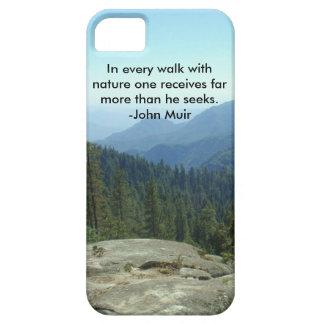 En cada paseo con la naturaleza… - John Muir iPhone 5 Funda