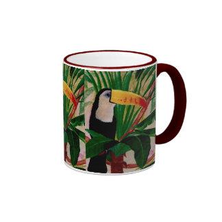 En casa en la taza de café de la fauna de Toucan