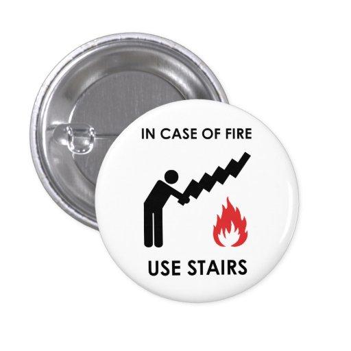 En caso de las escaleras del uso del fuego pins