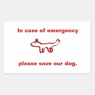 En caso de urgencia ahorre nuestro perro pegatina rectangular