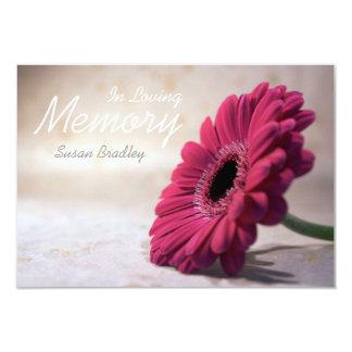 """En ceremonia conmemorativa floral de la memoria invitación 3.5"""" x 5"""""""