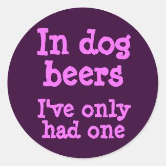 En cervezas del perro he tenido solamente uno pegatina redonda