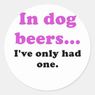 En cervezas del perro Ive tenía solamente uno Pegatina Redonda