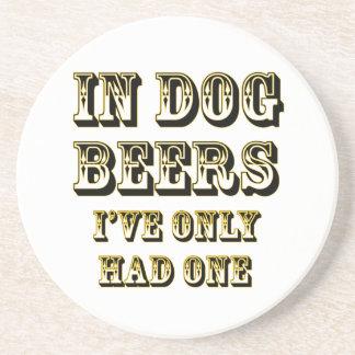 En cervezas del perro posavasos para bebidas