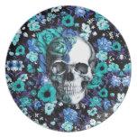 En cráneo floral azul de la floración platos para fiestas