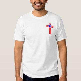 En Cristo confiamos en la camiseta (el bolsillo) Playeras