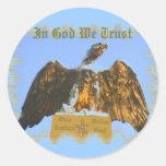 En dios confiamos en al pegatina de Eagle