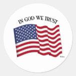 En dios confiamos en con la bandera de los E.E.U.U Pegatinas
