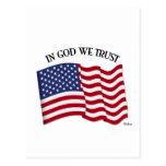 En dios confiamos en con la bandera de los E.E.U.U Postales