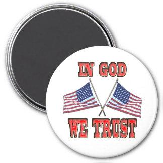 En dios confiamos en el imán cruzado de las bander